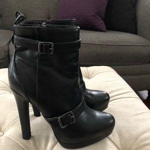 Vera Wang Women's Black Boots. Size 8M.